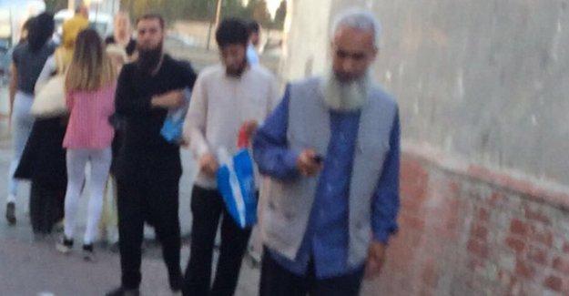 Eren Erdem: IŞİD Emiri Ebu Hanzala'nın dergisi duraklarda dağıtılıyor