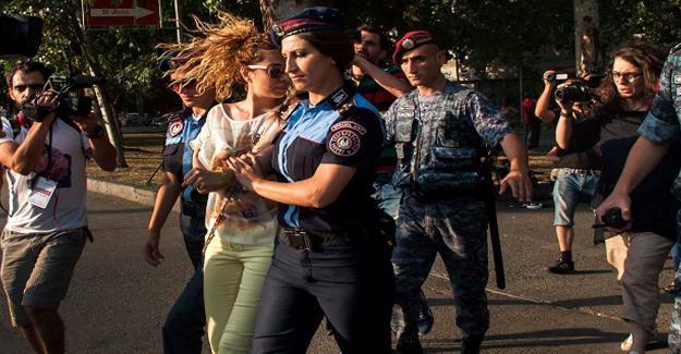 Ermenistan'daki rehin krizi kitlesel protestoya dönüştü