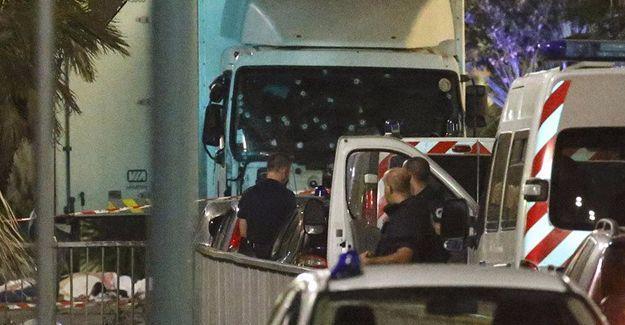 Fransa'nın Nice kentinde kamyonla saldırı: 84 kişi yaşamını yitirdi