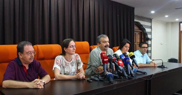 İmralı Heyeti: Darbeye barikat Öcalan'a özgürlük
