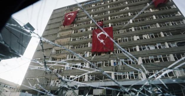 Independent: Türkiye'de kurumların içi boşaltılıyor