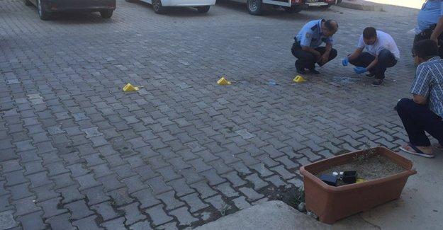 İzmir'de HDP ilçe binasına patlayıcı madde atıldı