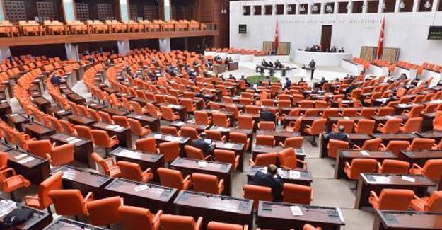 Meclis'te, 8 üst düzey yönetici görevden alındı