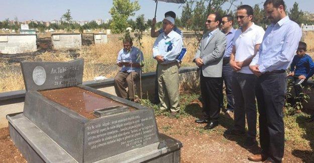 Tahir Elçi mezarı başında anıldı