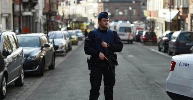 Brüksel'de polis binası önünde patlama