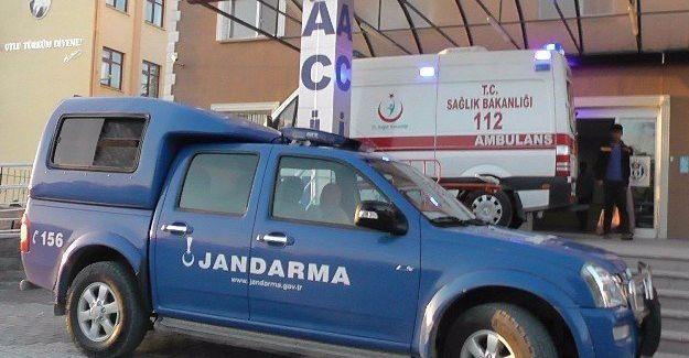 İşçileri taşıyan kamyonet devrildi