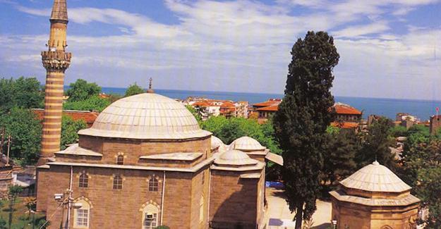 Rize'de 500 yıllık cami 'cemaate yetmiyor' gerekçesiyle yıkıldı