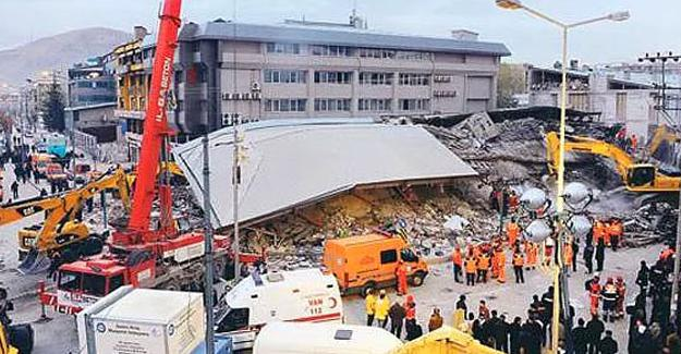 Van depreminde yıkılan Bayram Oteli'nin sahibi tahliye edildi