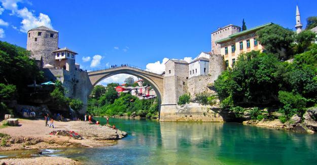 Bosna Hersek'in üyelik başvurusuna AB'den olumlu yanıt