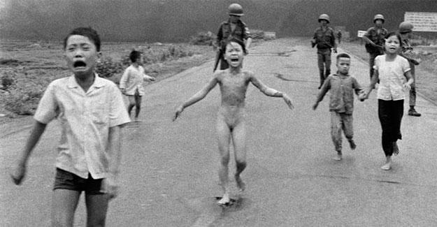 Pulitzer ödüllü fotoğrafı sansürleyen Facebook'tan geri adım