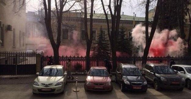 Rusya'nın Kiev Büyükelçiliği'ne saldırı