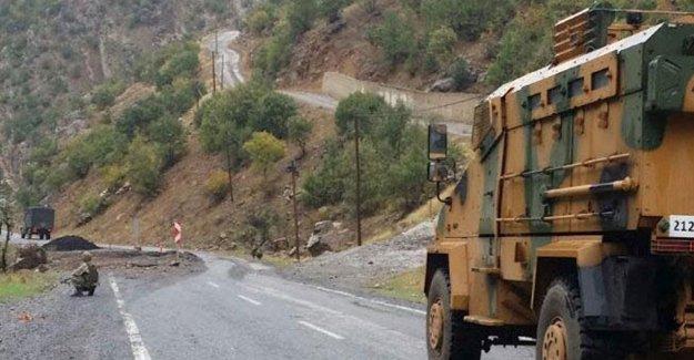 Şemdinli'de polis aracına bombalı saldırı
