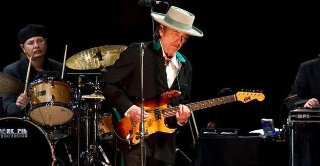 Bob Dylan sonunda Nobel'i kabul etti