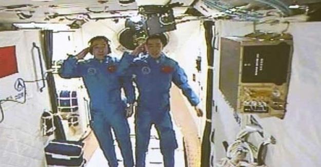 Çinli astronotlar uzay laboratuvarına ulaştı
