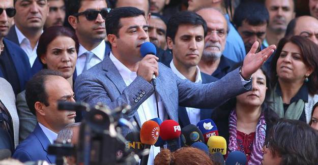 Demirtaş Erdoğan'a yüklendi: Yasakları biraz gevşetse Saray'ı yıkılacak gibi hissediyor