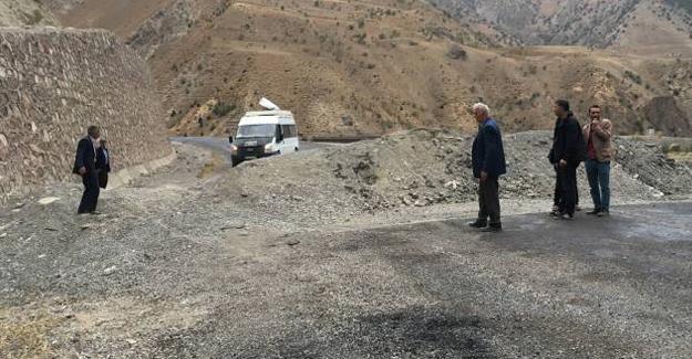 Hakkari'de güvenlik gerekçesiyle yollara hendek kazıldı!