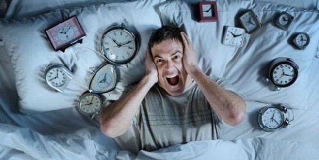 Başka yatakta neden uyuyamıyoruz?