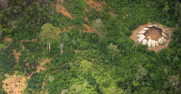 Dış dünya ile temasa geçmemiş Amazon Kabilesi'nin yeni görüntüleri