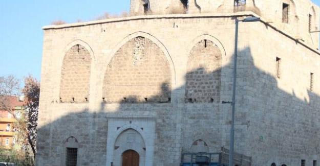 Hrant'ın gittiği kilise harabeye döndü