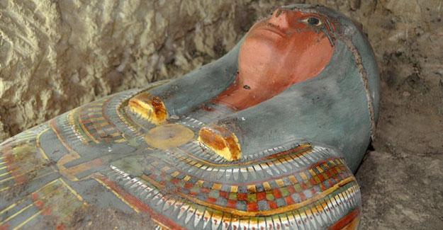 Mısır'da 2500 yıllık mumya bulundu