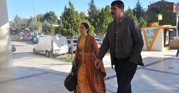 Yöresel kıyafetleri nedeniyle yargılanan HDP'li Ayşe Sürücü beraat etti