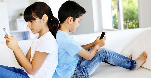 """""""Akıllı telefonlar çocuk sağlığını bozuyor"""""""