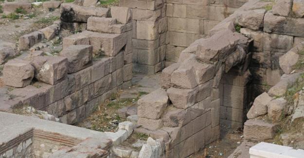 Antik tiyatro 'tuvalet oldu' iddiası