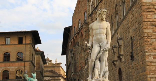 Facebook, Neptün heykelini sansürledi