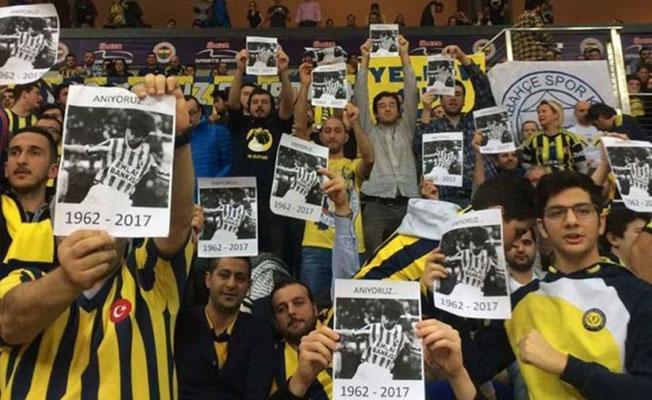 Fenerbahçe taraftarı, Rıdvan Dilmen'i protesto etti: Anıyoruz