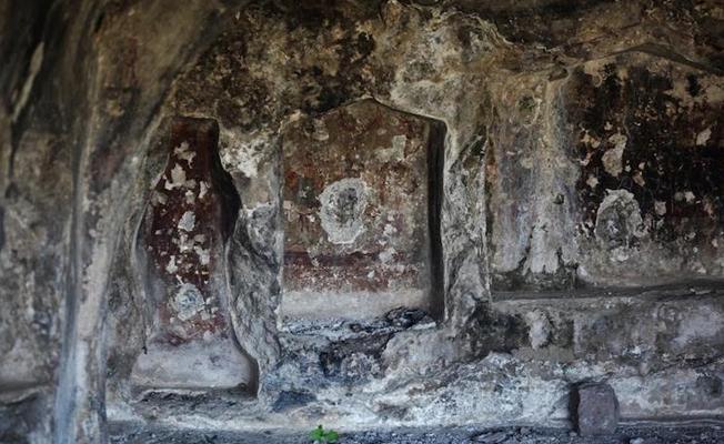 Bodrum'da kaya mezarları kaçak kazılarla tahrip edildi