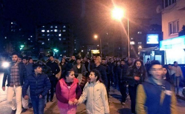 Bursa'da baz istasyonuna tepki