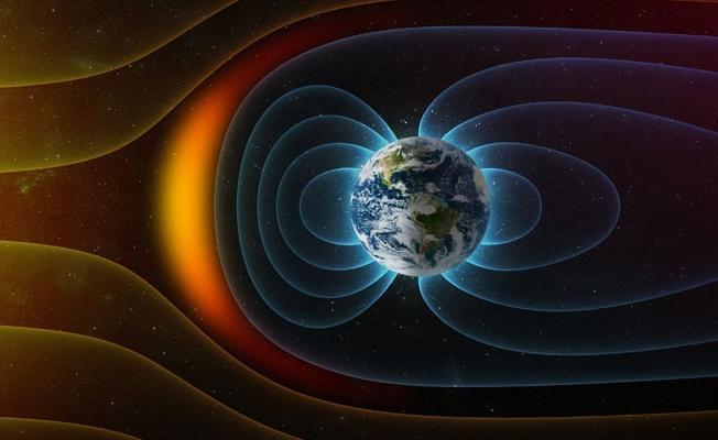 Dünyanın manyetik alanı tersine mi dönüyor?