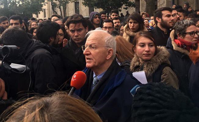 İhraç edilen Kaboğlu'nun pasaportu iptal edildiği için yurt dışında da ders veremeyecek