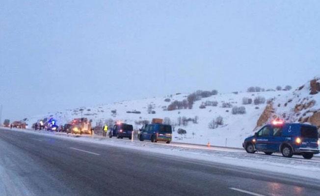 Kayseri'de yolcu otobüsü devrildi: 21 yaralı