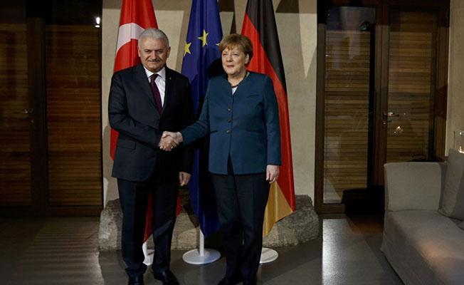 Yıldırım, Almanya'da Merkel'le görüştü