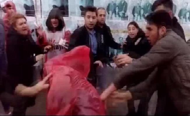 Bakırköy'de 'Hayır' standına saldırı