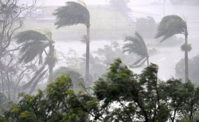 Debbie Kasırgası Avustralya'da ana karaya ulaştı