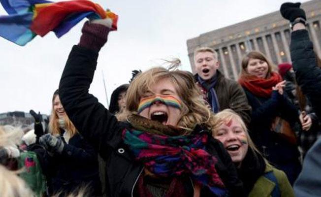 Evlilik eşitliği Finlandiya'da yürürlükte!