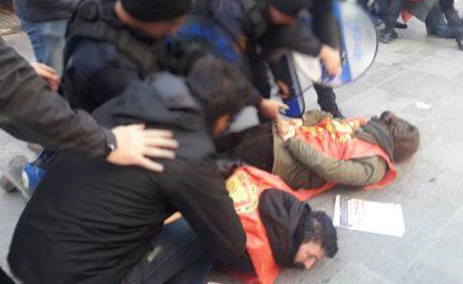 'Hayır' bildirisi dağıtanlara polis saldırdı: 11 gözaltı