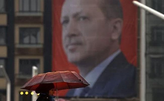 Hollanda'da Erdoğan'ın posterleri indirildi