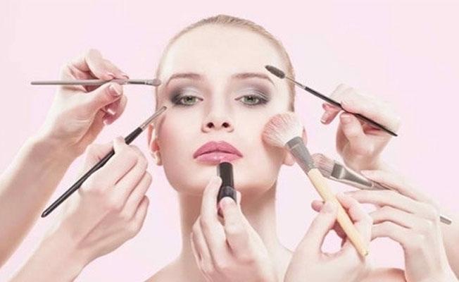 İmha edilmesi gereken kozmetik ürünler, internette satılıyor