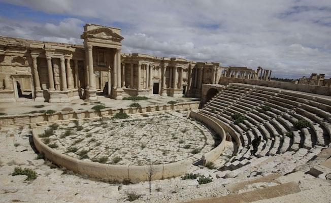 IŞİD Palmira Antik Kenti'nden çekildi
