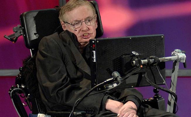 Yeni bir sese sahip olmak isteyen Hawking için ünlü isimler sıraya girdi