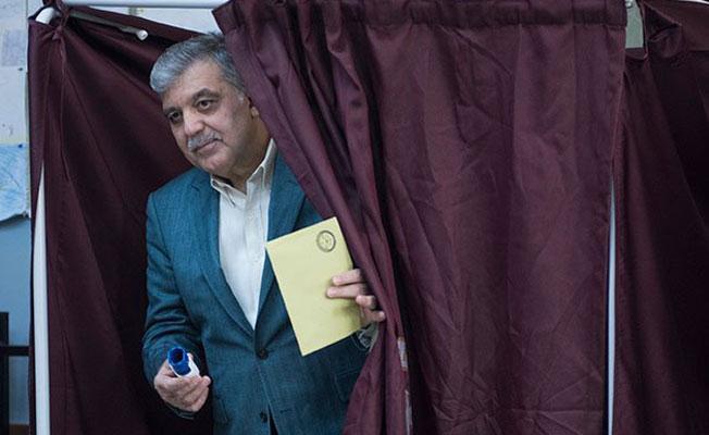 Abdullah Gül'e sandık başında 'Oyunuzun rengi nedir?' sorusu