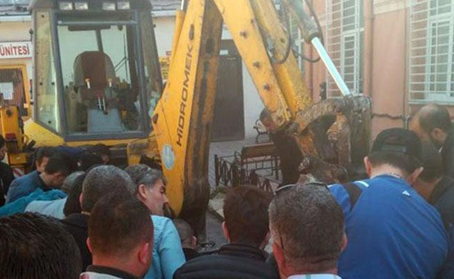 Çapa Tıp Fakültesi hafriyat sahasında göçük altında kalan işçi kurtarıldı