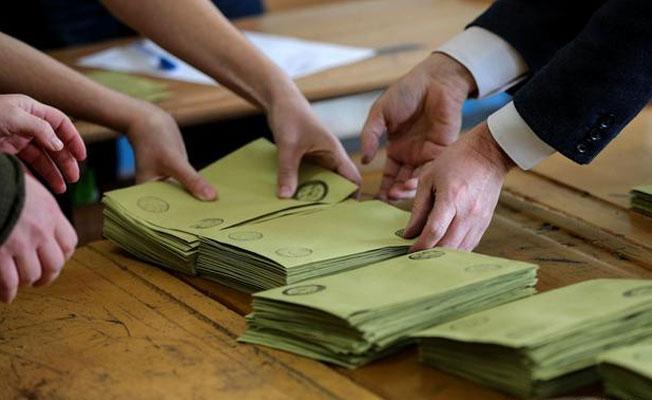 Guardian: Sayılan oylarda hala karışıklık var, sonuçlara dikkatli yaklaşmalı