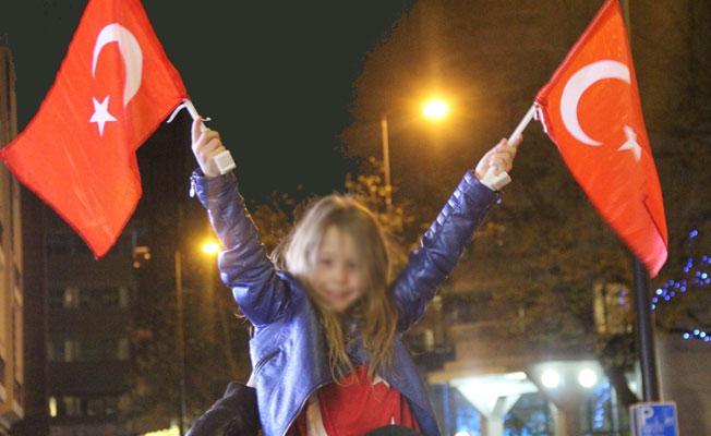 """""""Hollandalı Türkler topluca 'Evet' verdi, şimdi de topluca Türkiye'ye dönün"""""""