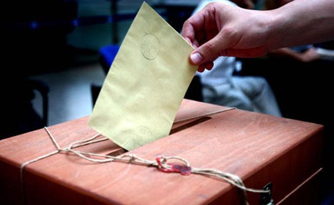 Referandumda oy verme işlemi başladı