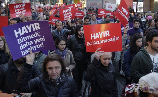 Türkiye referandum sonucuna itiraz ediyor: Halk sokakta, gözaltılar var