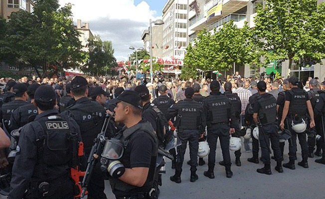 Beşiktaş'taki Gülmen ve Özakça eylemine polis müdahalesi: 13 gözaltı